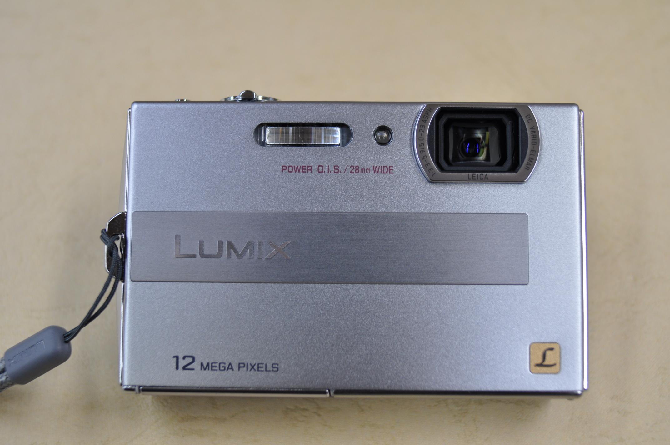 LUMIX DMC-FP8 正面