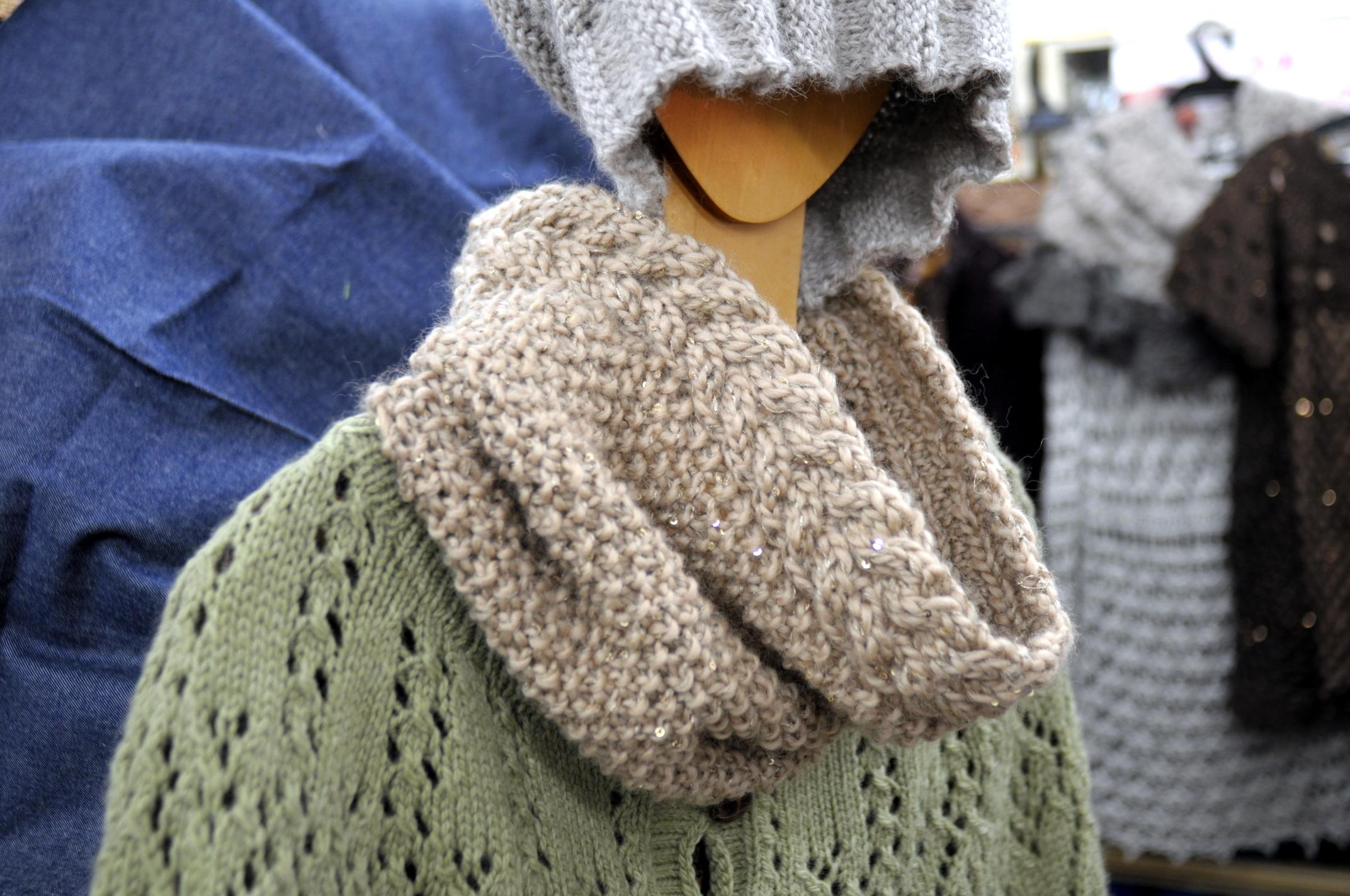 スパンロヴで編んだスヌード